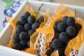 高尾(たかお)葡萄通販 山形産。種なし皮ごと食べられるぶどうを販売取寄。1房