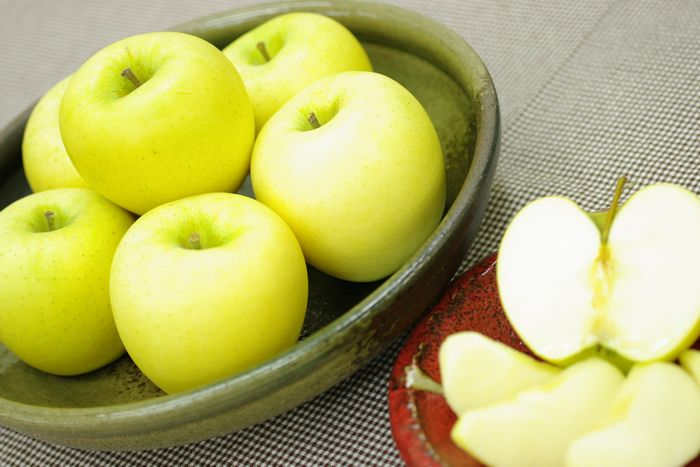 青森県シナノゴールドりんご販売 篤農家林檎 中箱 約7玉~約9玉