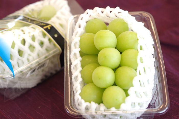 7月配送シャインマスカット葡萄通信販売 お中元に種なし皮ごと食べられるハウス栽培ぶどうを販売取寄。パック入れ 1房 約300g