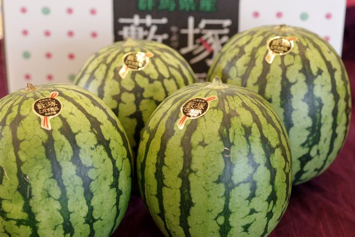 藪塚西瓜通信販売 群馬産。シャリ感が違う小玉スイカを販売。果物ギフト 約8kg 4玉~5玉