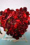 結婚式のフラワー電報に!真っ赤な木の実のハートリース イーゼル付き