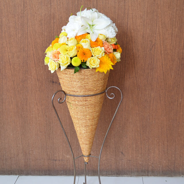 暖色系コーンスタンド花