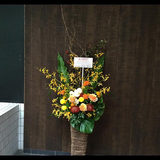【配達回収無料】籠スタンド花   バラ・ピンクッション・胡蝶蘭・ケイトウ 他