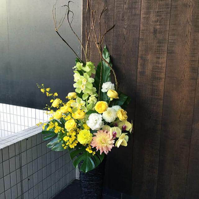 【配達回収無料】籠スタンド花 | オンシジューム・バラ・胡蝶蘭 他