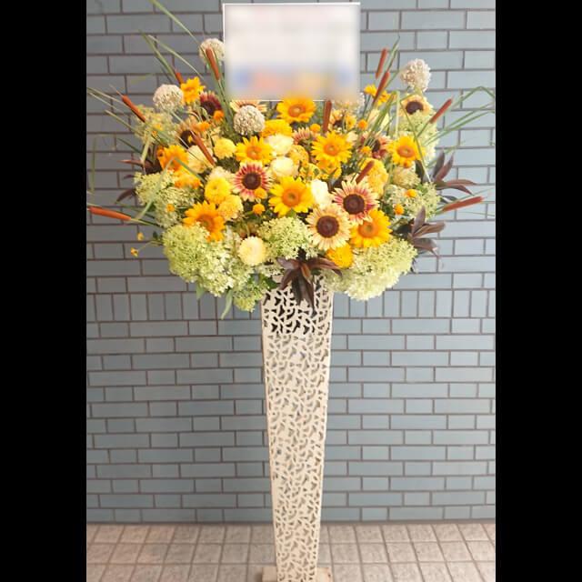 【配達回収無料】アイアンスタンド花 | ひまわり、紫陽花、トルコキキョウ、マム、ギンガジウム 他