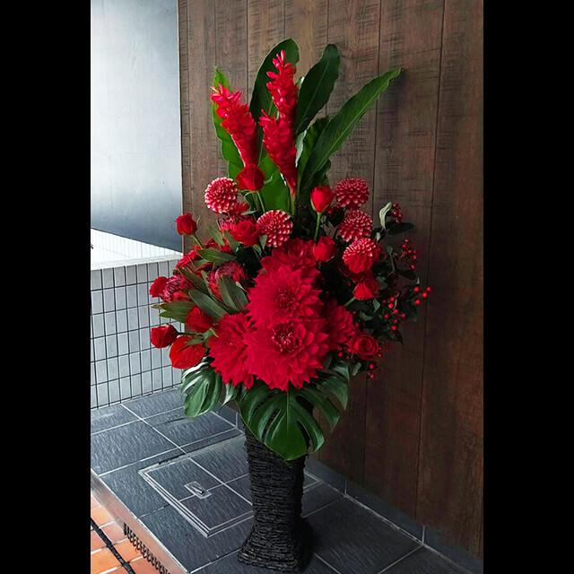 【配達回収無料】籠スタンド花   ジンジャー、ダリア2種、バラ、プロテア、ガーベラ、ピペリカム 他