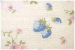 ダブルガーゼ 30'sストロベリー 生成り×ブルー AT916575-B (約110cm幅×1m) 【おひとり様2mまで】