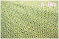 MARCUS Fabrics Gracie's Classics サークルフラワー グリーン 0549-0314 (約110cm幅×50cm)