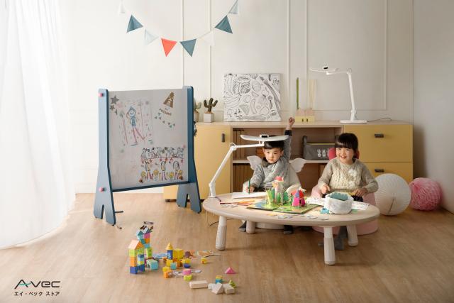 WIT001_04_livingroom_kids_table_b