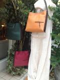 四角い形が特徴的♪二種類の革を使った色で遊べる肩掛けバッグ!イネスシリーズ1