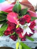 ユリと赤バラの豪華花束