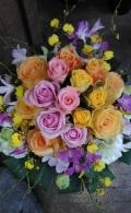 ☆たっぷりのバラとランの華やかアレンジ☆