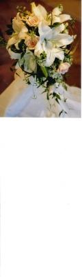 カサブランカと淡色系バラのキャスケードブーケ