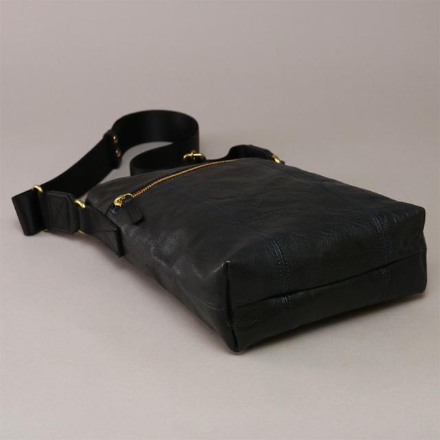 耐久性に優れたバッファローレザーのショルダーバッグ 日本製