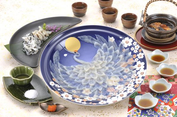 とらふく刺身慶祝鶴 国産とらふぐ使用 熟練の職人が美しく盛り付けた とらふく刺身(てっさ) 陶器絵皿30cm盛り120g(4人前)