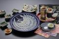 とらふく刺身慶祝鶴 国産とらふぐ使用 熟練の職人が美しく盛り付けた とらふく刺身(てっさ) 陶器皿30cm盛り120g(4人前)