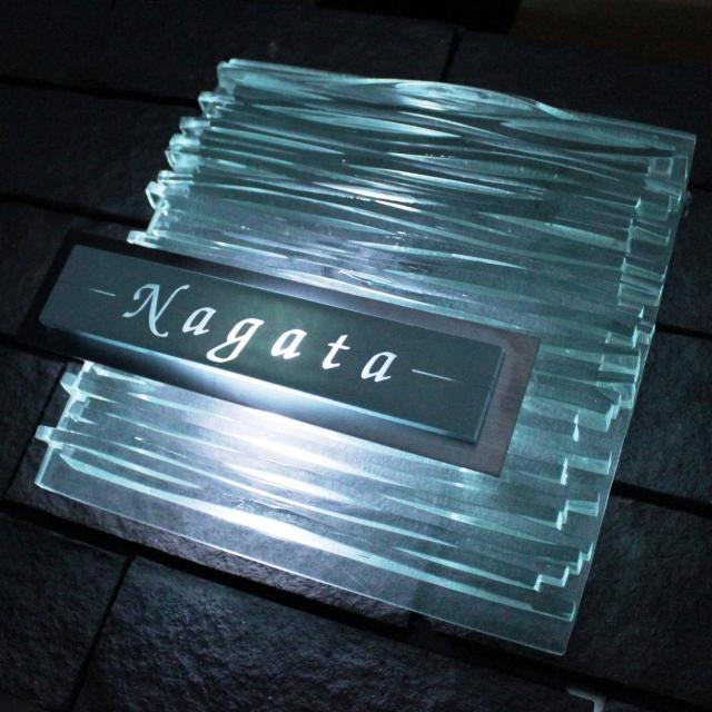 【表札】美しさと繊細な陰影が彩る光のオブジェのようなデザイン LEDガラス表札【led-y04】