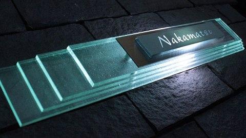 LED表札 リズミカルに配した4層ガラスの造形美 LEDガラス表札【led-y05】