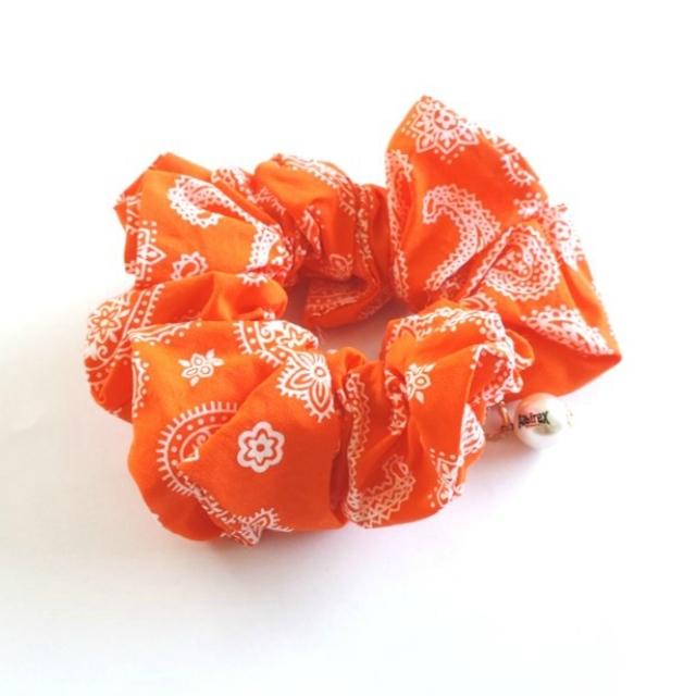 シュシュ(オレンジ/ブルー/ペイズリー)