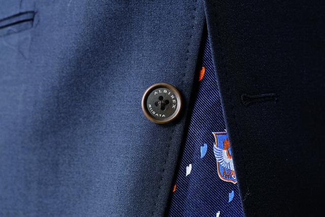 オフィシャルスーツ