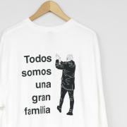 Todos somos una gran familia ロングスリーブTシャツ(ホワイト/オレンジ)