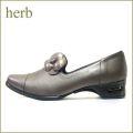 HERB  ハーブ hb12722 グレイ 【花のカメリアが付いた ホールド性のある履きやすいパンプス】