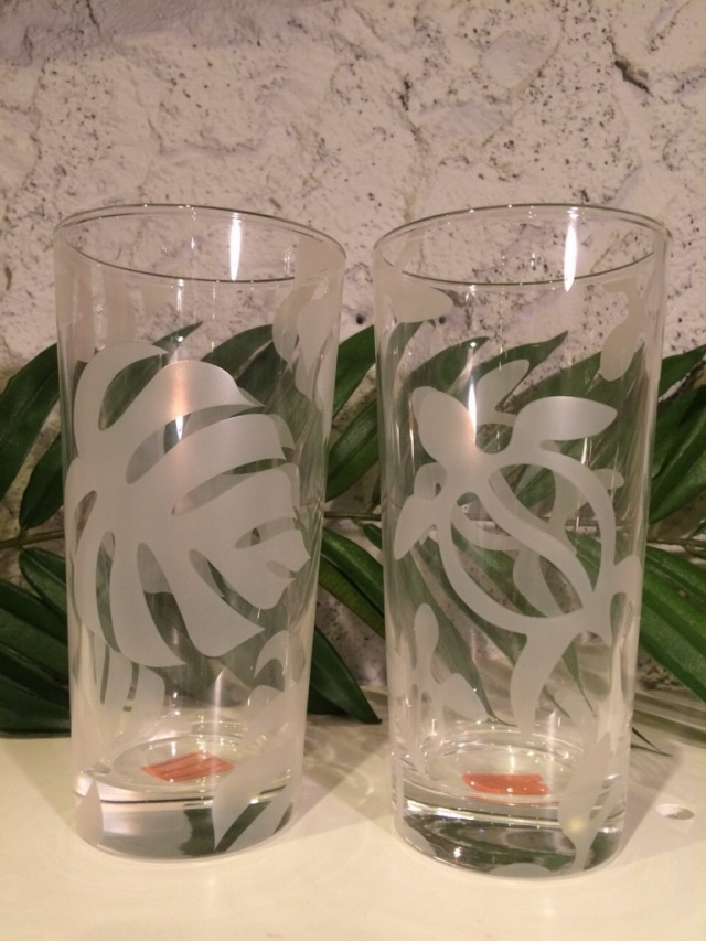 ホワイトが綺麗なハワイアンシンプルなモンステラ・キルト柄・ホヌ柄グラス