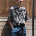 Cuirs(キュイー)メンズシャツ オリジナルレトロ調ペーズリー総柄プリントさらさらオープンシャツ新作デザイン