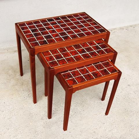 赤いタイルのネストテーブル 北欧ビンテージ家具
