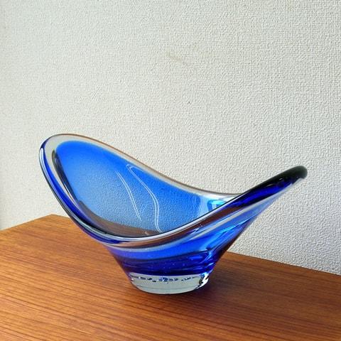 青いビンテージガラスボウル