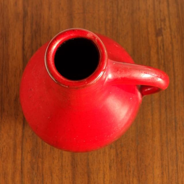 ベルギーの陶器赤い花瓶