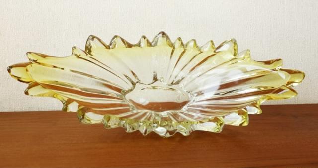 黄色いガラス花器