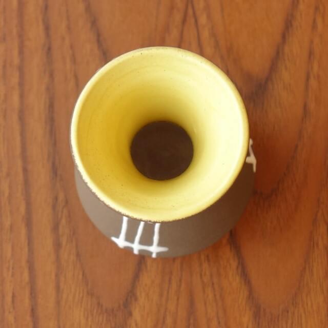 陶器の茶色い花瓶 茶色 白ライン