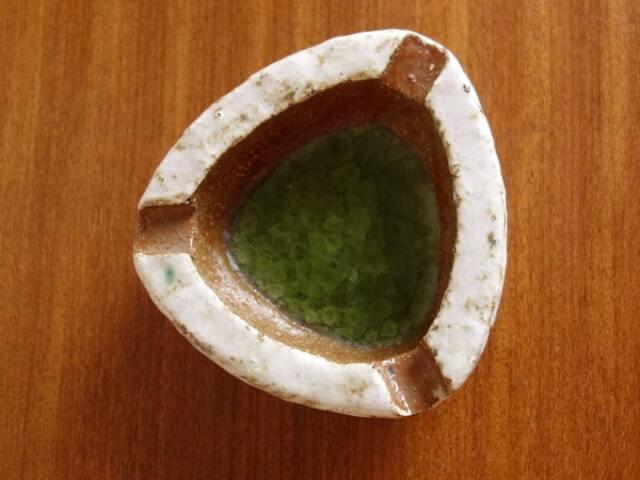 アンティーク陶器アッシュトレー 三角形