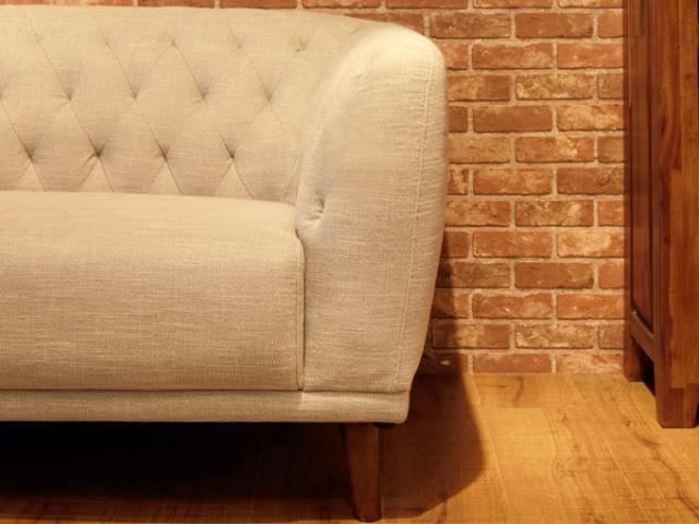 ベージュのファブリックのソファ
