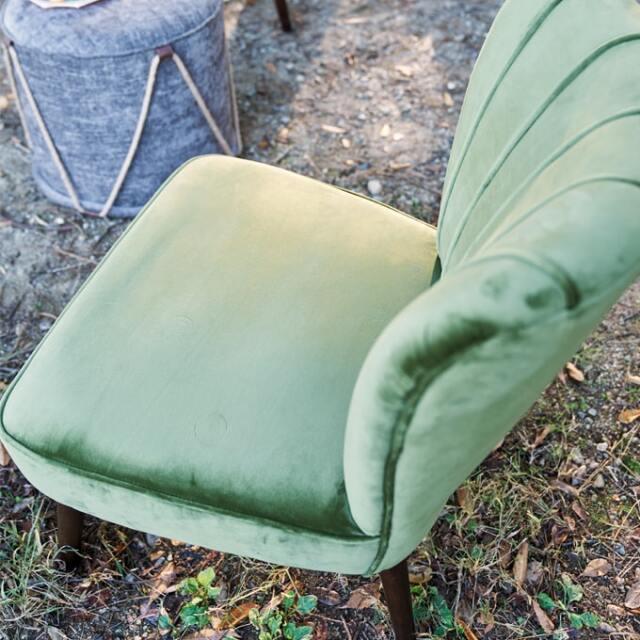 クラシカルな緑のベロアの椅子