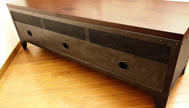 配線便利なコード穴付きのテレビ台
