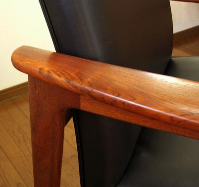 イージーチェア黒レザー椅子