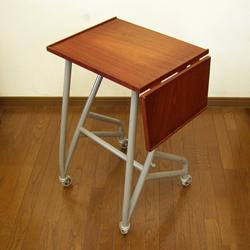 北欧のタイプライターテーブル