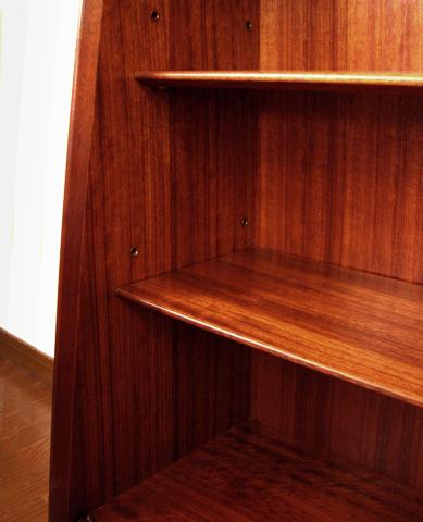 キャビネット棚板高さ調整可能
