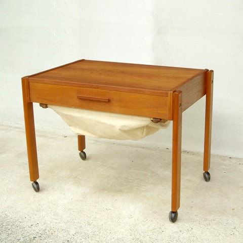 北欧のソーイングワゴン ビンテージ家具