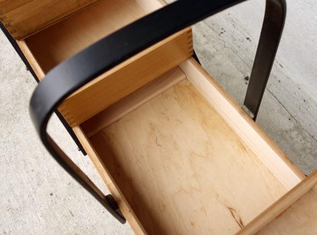 木製ソーイングボックス脚付き 内部