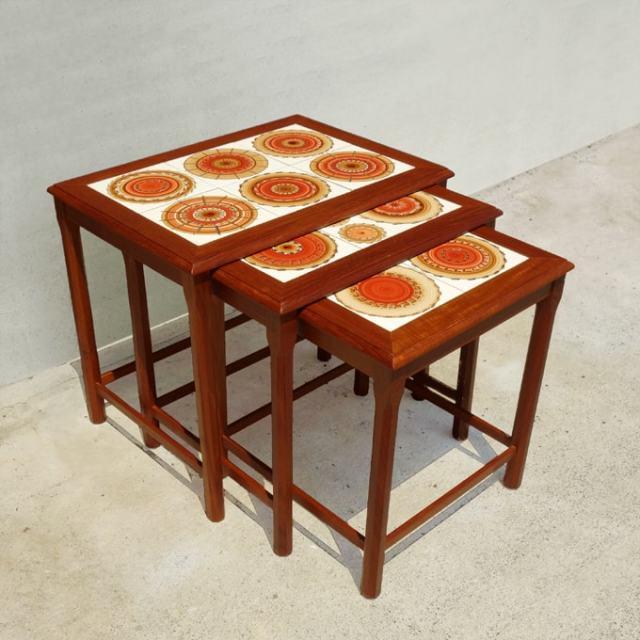 北欧ビンテージのレトロなネストテーブル