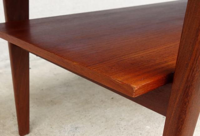 テーブル下棚板
