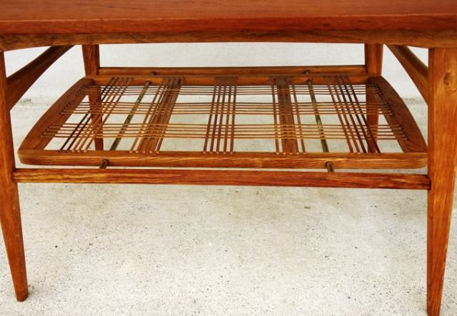 ヴィンテージコーヒーテーブル 透かし棚
