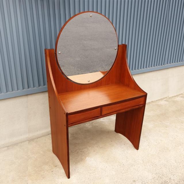 まるい鏡の化粧台 ヴィンテージ