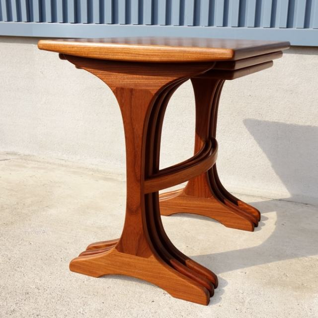 G-PLANネストテーブル カーブが美しい木脚