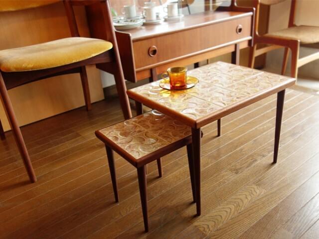 ヴィンテージタイルのネストテーブル