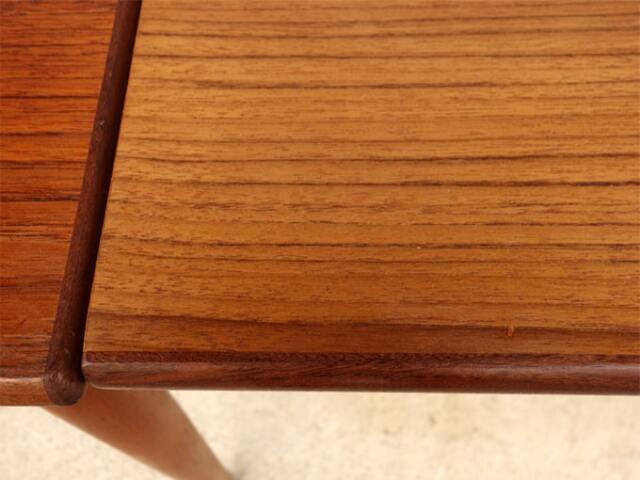 拡張分のテーブル奥行きが少し小さい