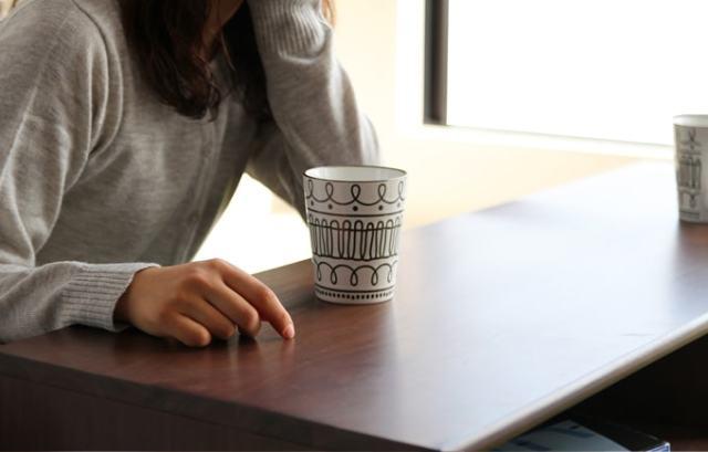 コーヒーテーブルとしても使える木製テレビボード